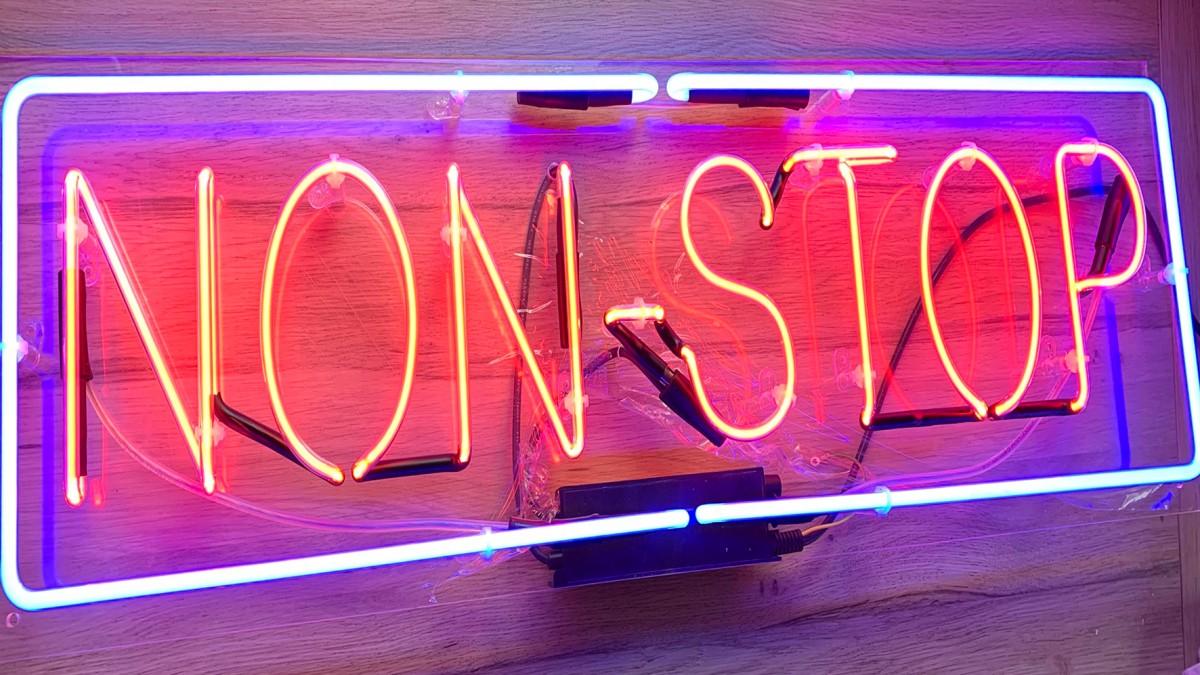 Világító reklám, neon, 3d dobozbetű