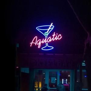Szabadon sugárzó neon, Neon reklám, Neon felirat